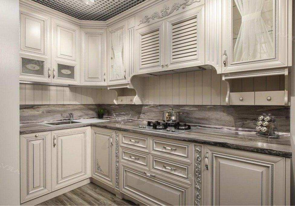 Белая кухня с патиной серебристой