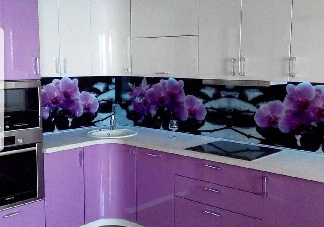 бело-фиолетовая кухня угловая недорого