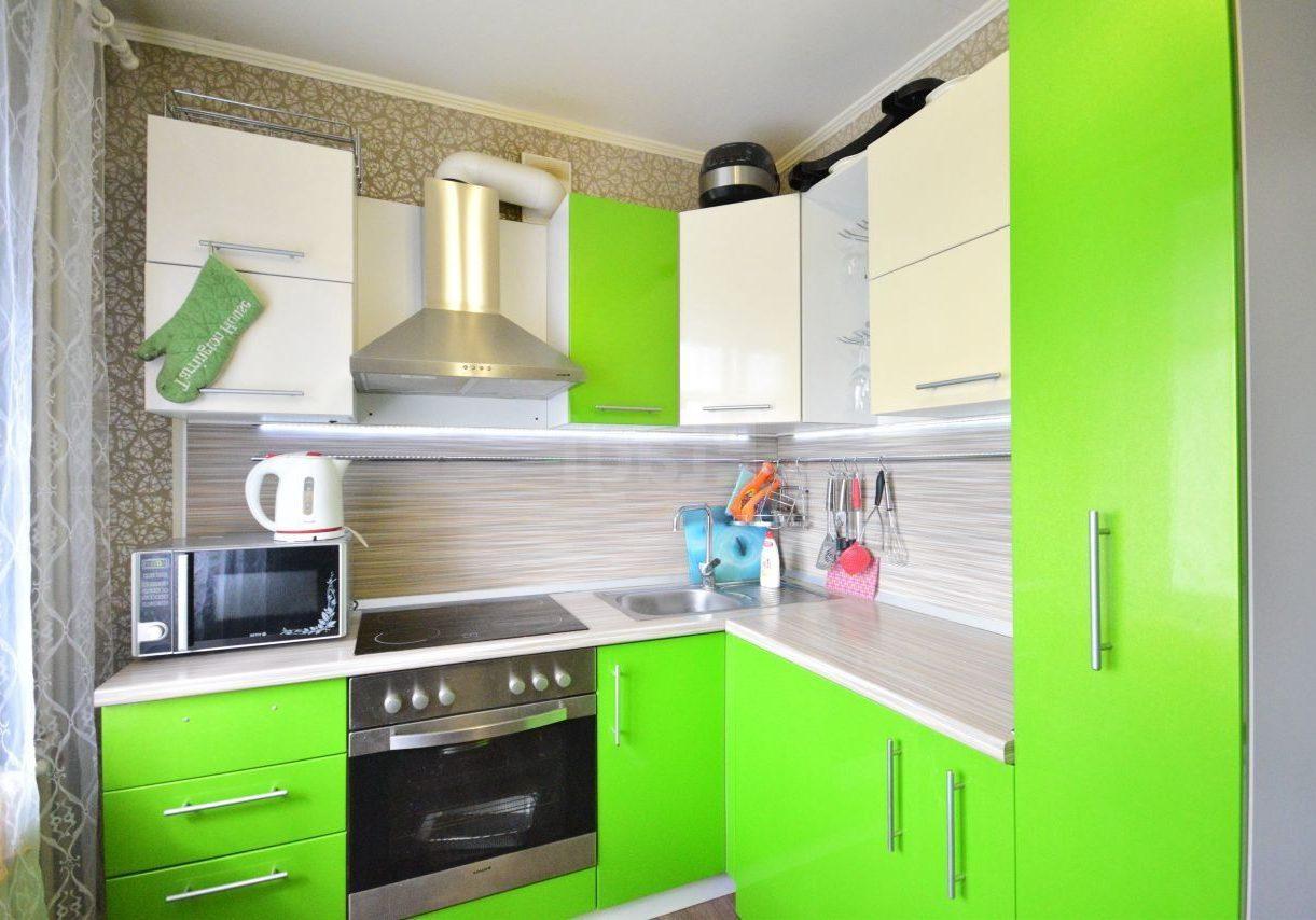 Бело-зеленая кухня, малогабаритная кухня фото, изготовление кухонь в бело-зеленых цветах