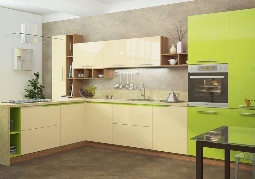 Бежево-зеленая кухня с барной стойкой, фасады МДФ эмаль матовые