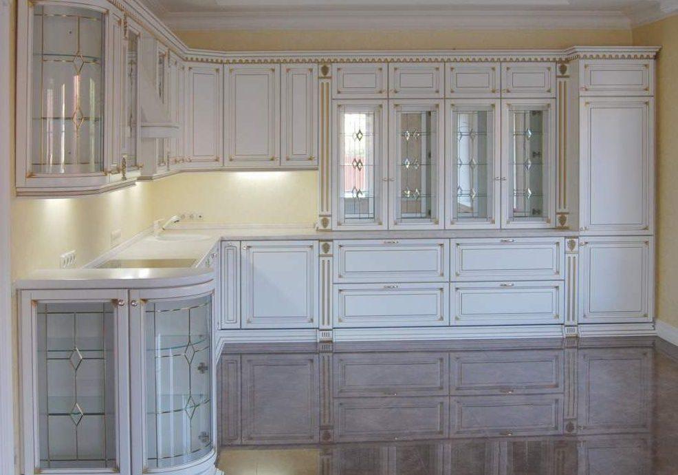 Большая угловая белая классика кухня, барокко, с патиной золото