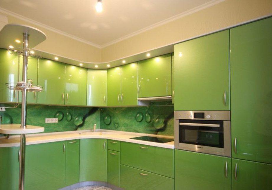 Большая угловая зеленая кухня МДФ пленка с барной стойкой