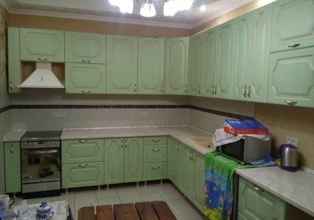 Большая угловя зеленая кухня МДФ пленка