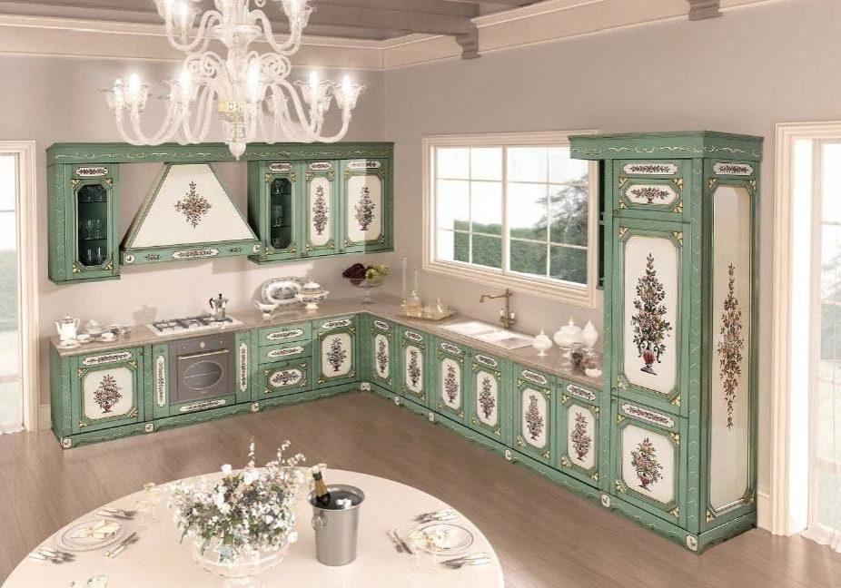 Большая угловя зеленая кухня с рисунком, фасады крашенный МДФ шпон