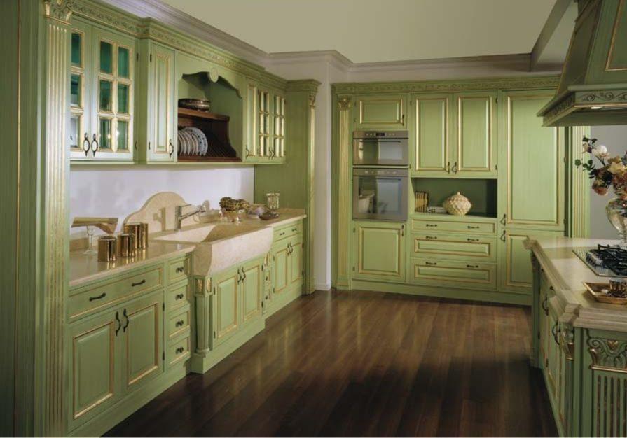Большая зеленая кухня для дома, стиль классика, при желании можно доработать к барокко