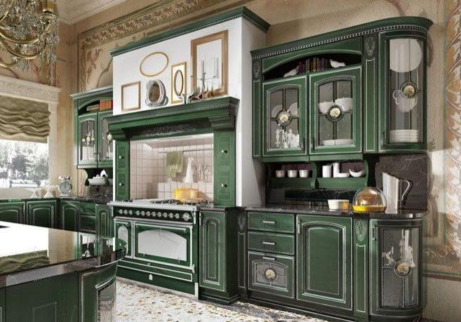 Большая зеленая кухня с серебристой патиной в стиле классика