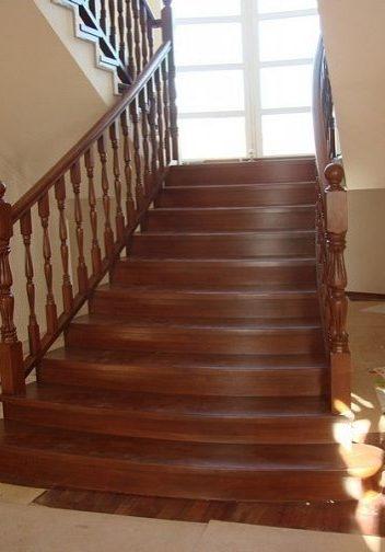 Первый марш дубовой лестницы