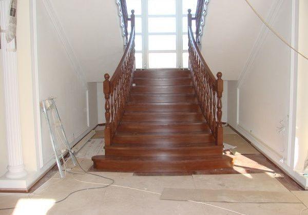 Входная зона большой дубовой лестницы