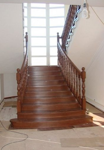 Большая дубовая лестница