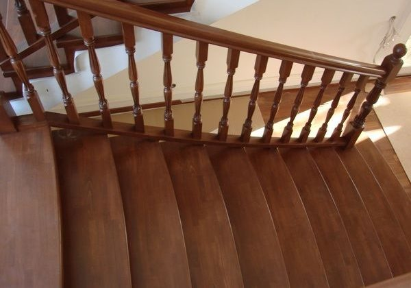 Балясины и перила из дуба для лестницы