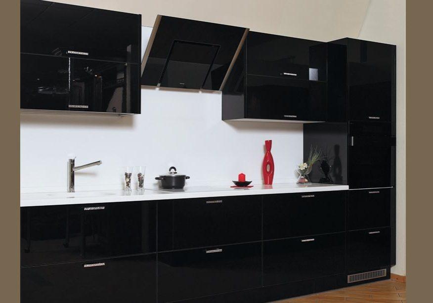 Черная глянцевая кухня МДФ
