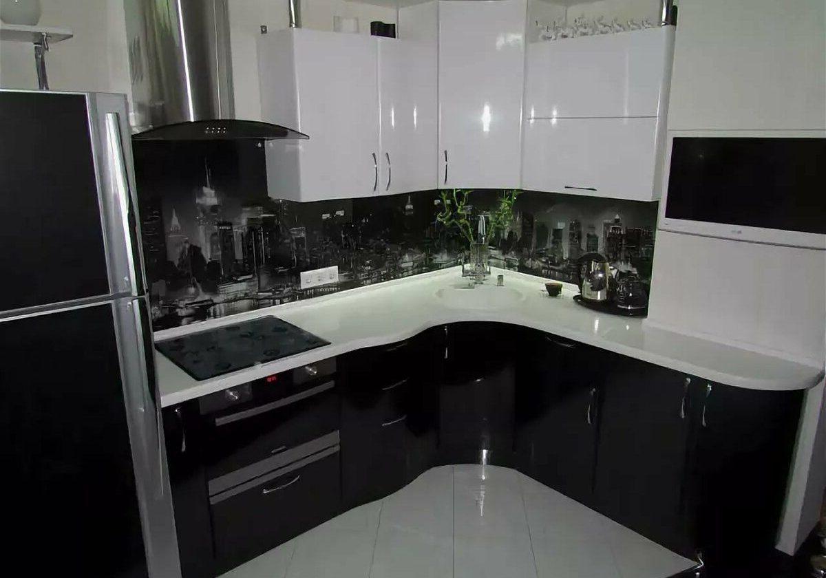 Черно-белая кухня глянец, угловая