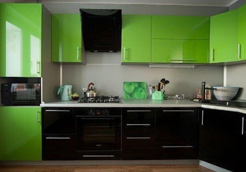 Черно-зелёные кухни
