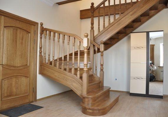 Входная зона дубовой лестницы