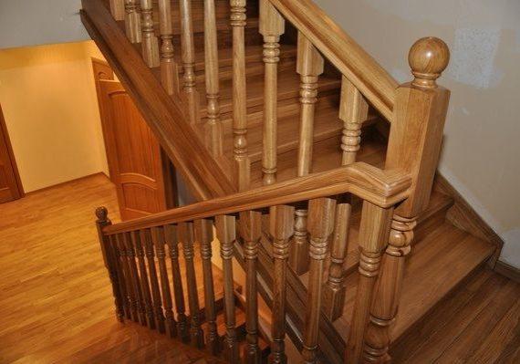 Перила и балясины для дубовой лестницы