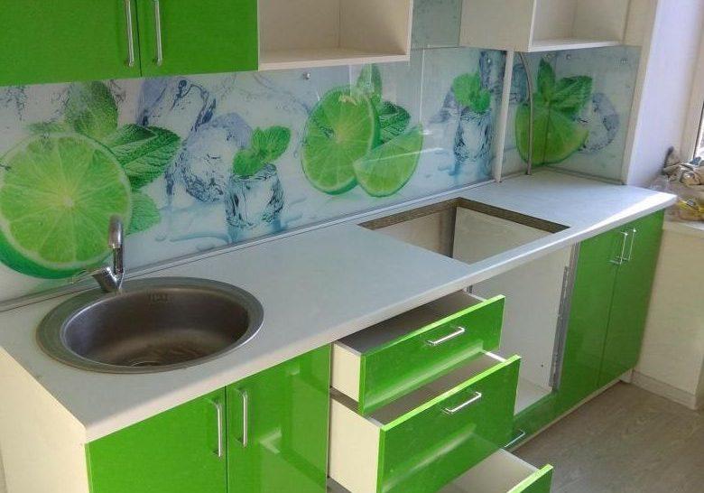 Дешевая прямая кухня зеленого цвета с фасадами МДФ пленка