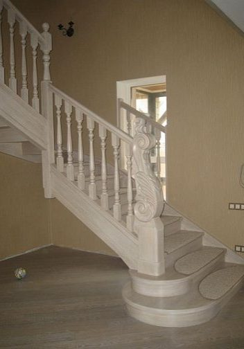 Лестница из выбеленного дуба