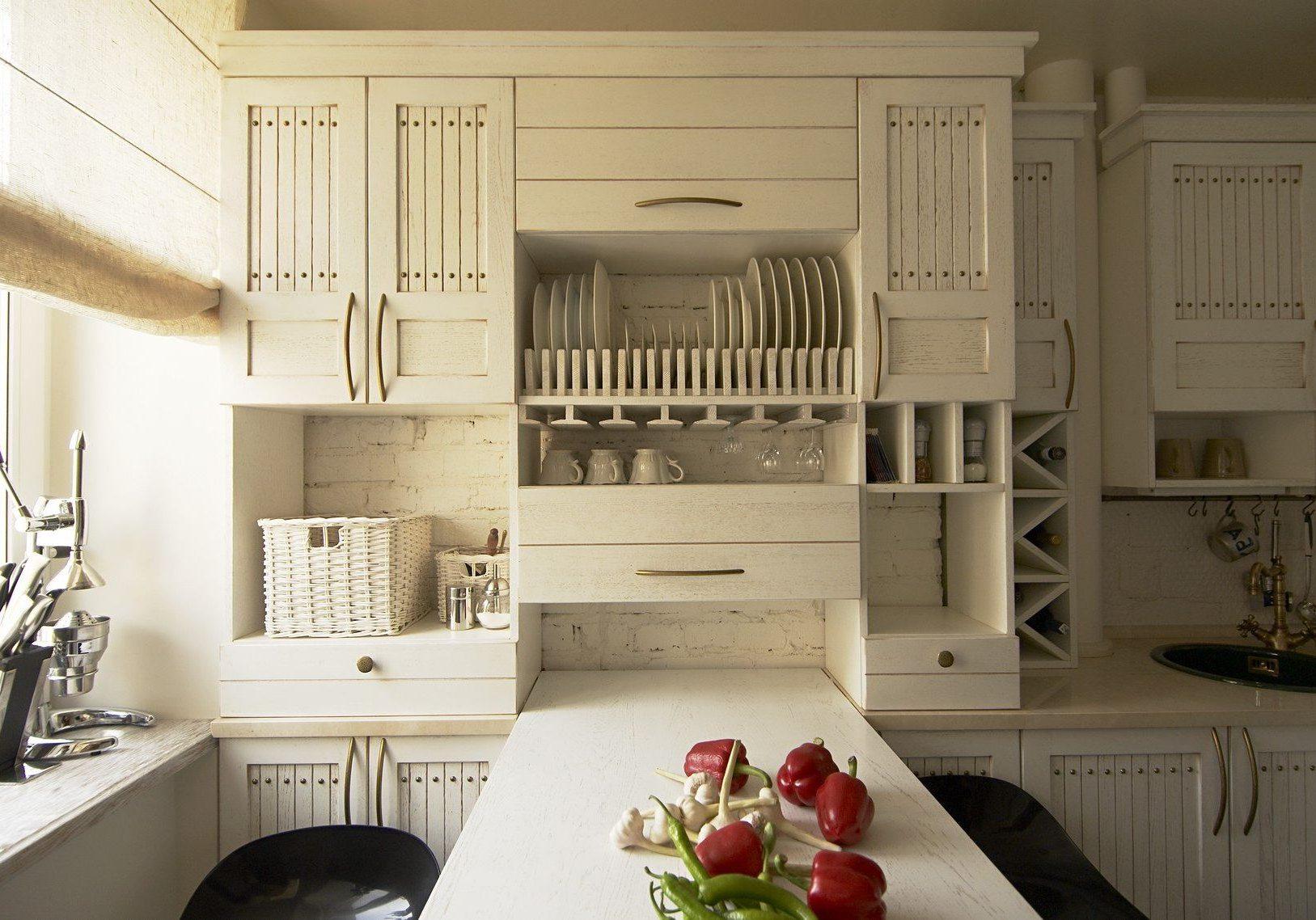 Дизайн маленькой кухни со столом