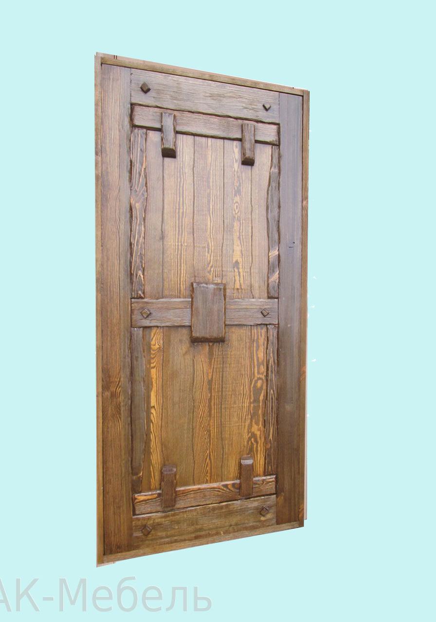 Дверь из массива дерева сосна