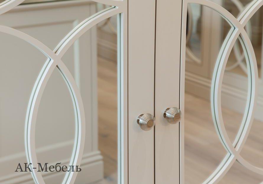 Гардеробная крашенный МДФ эмаль с раскладкой на зеркале, двери