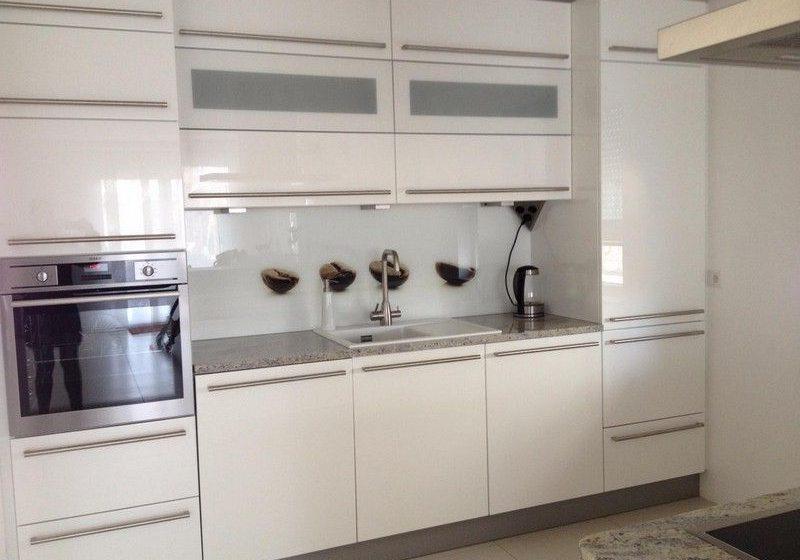 Глянцевая белая кухня на заказ