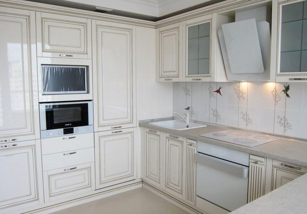 Глянцевые белые кухни, классика
