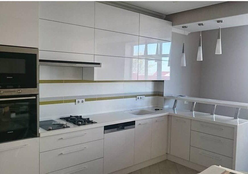 Глянцевые белые кухни на заказ