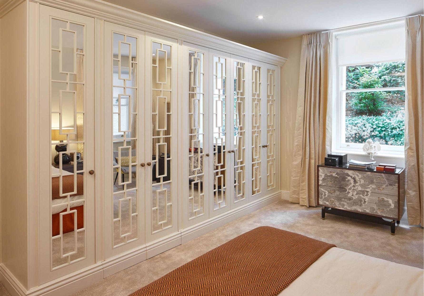 Изготовление шкафов из МДФ крашенный эмаль с раскладкой на зеркале с межкомнатными дверями