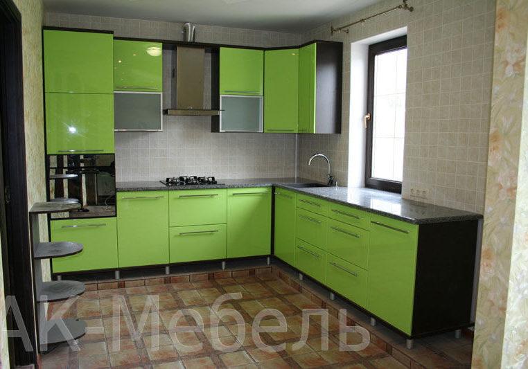 Кухня с фасадами МДФ, цвет киви