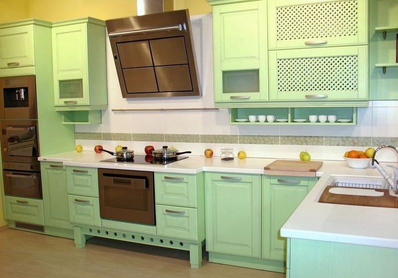 Крашенная кухня МДФ светло-зеленого цвета, стиль прованс, с хорошим дизайнером можно впихнуть в кантри