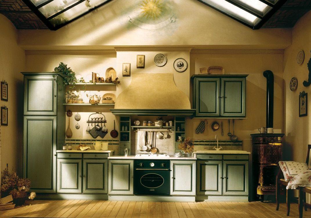 Крашенные фасады кухни в стиле кантри