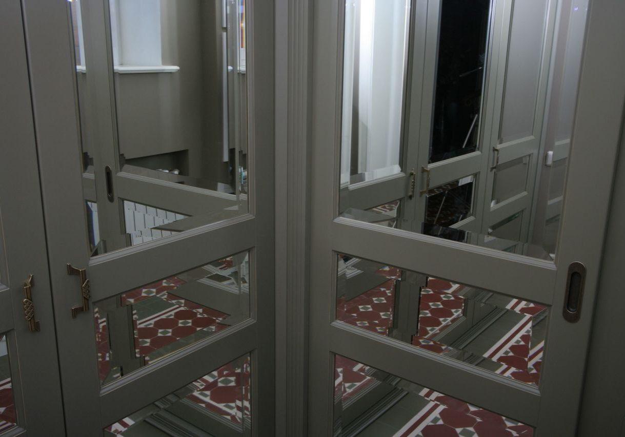 Крашенные фасады МДФ с зеркалом