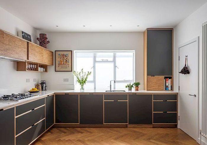 Красивая крашенная кухня из фанеры с врезными ручками