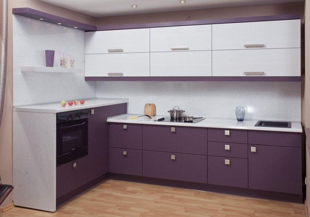 Красно-белая кухня, фиолетовая, угловая