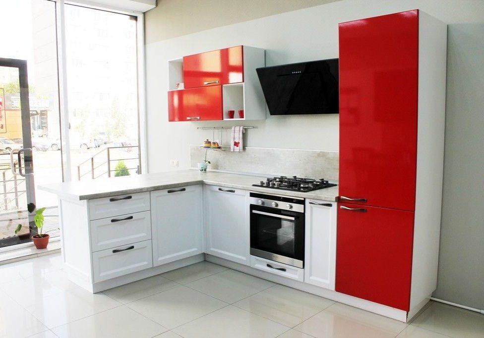 Красно-белая кухня с барной стойкой, МДФ пленка