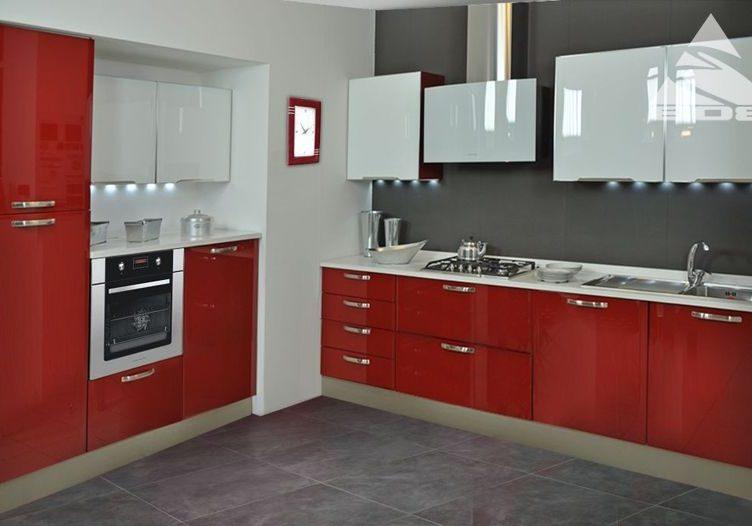 Красно белая угловая кухня глянец