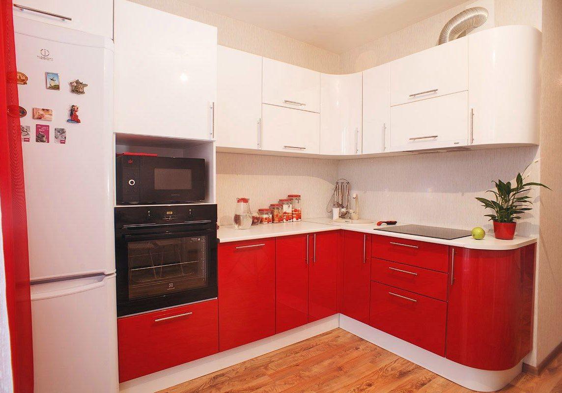Красно-белая угловая кухня