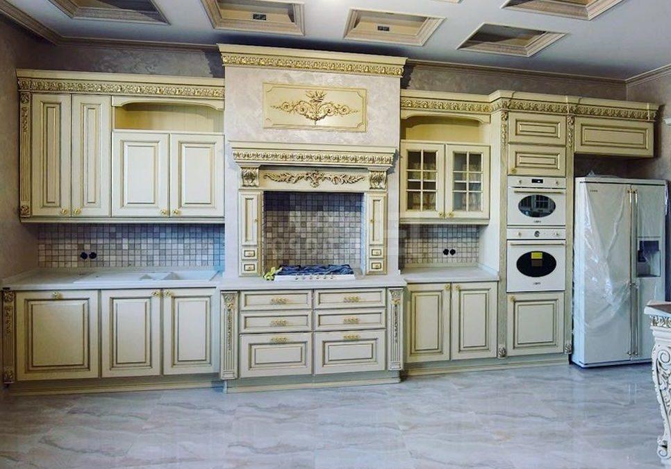 Кухня белая с патиной, прямая, барокко