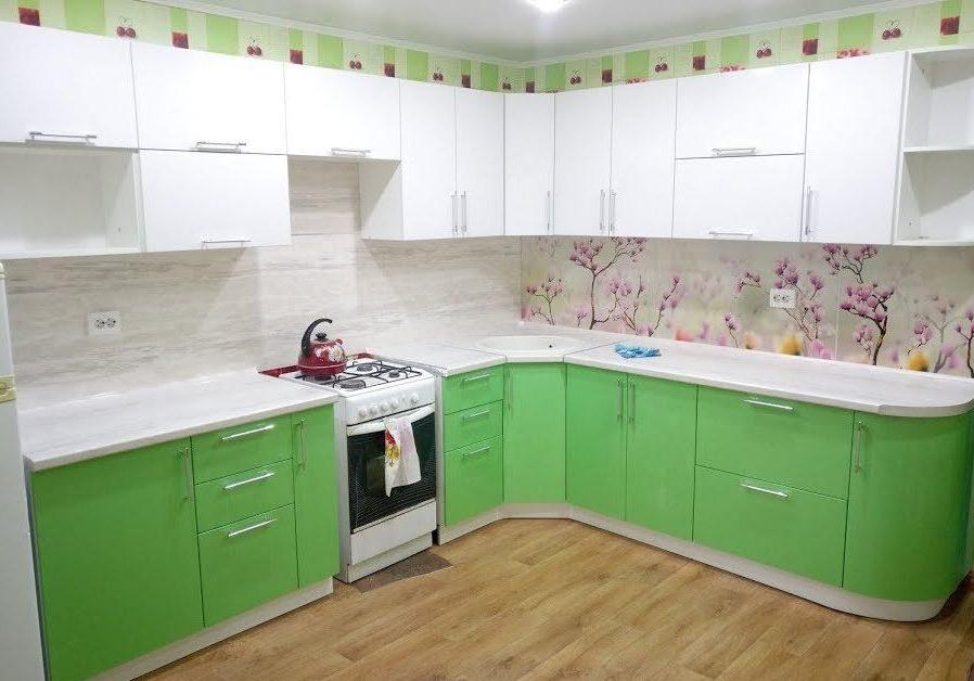 Кухня белый верх, зеленый низ