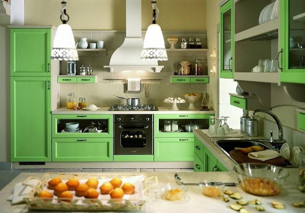 Кухня для дома с матовыми зелеными фасадами