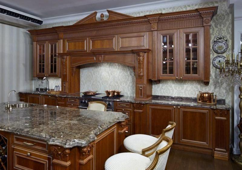 Кухня дубовая с деревянными фасадами