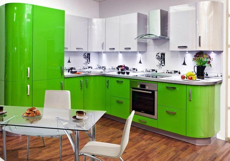 Кухня эмаль, с белыми и зелеными фасадами