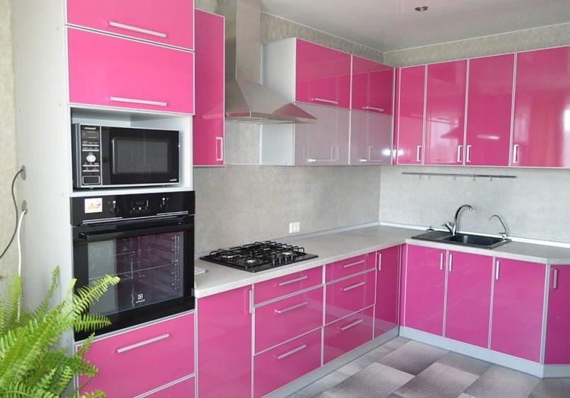 Кухня из пластика, цвет фуксия