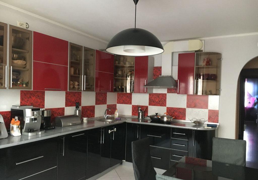 Кухня из пластика, красно черная