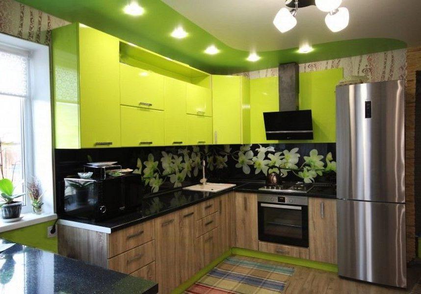 Кухня лайм и дерево