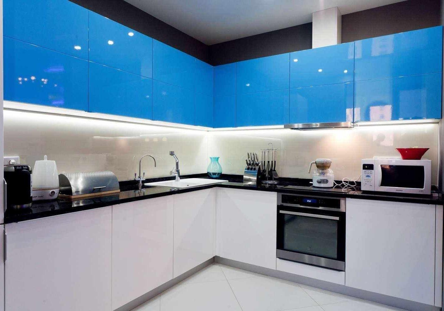 Кухня МДФ белый глянец бело-синяя, нежно голубой