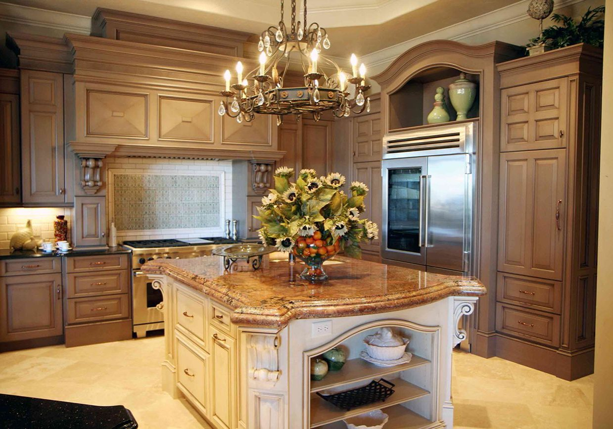 Кухня на заказ с деревянными фасадами