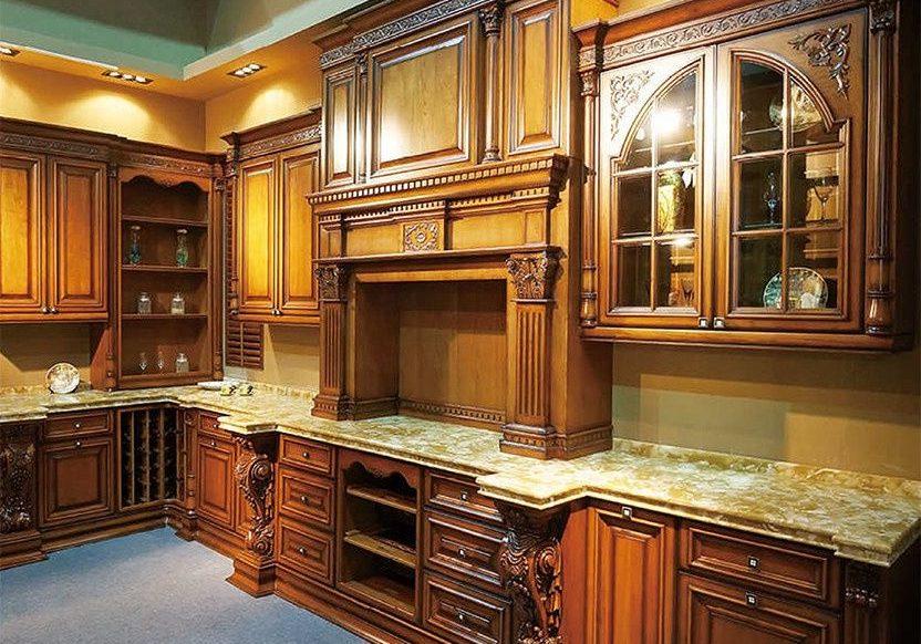 Кухня с деревянными фасадами из дуба
