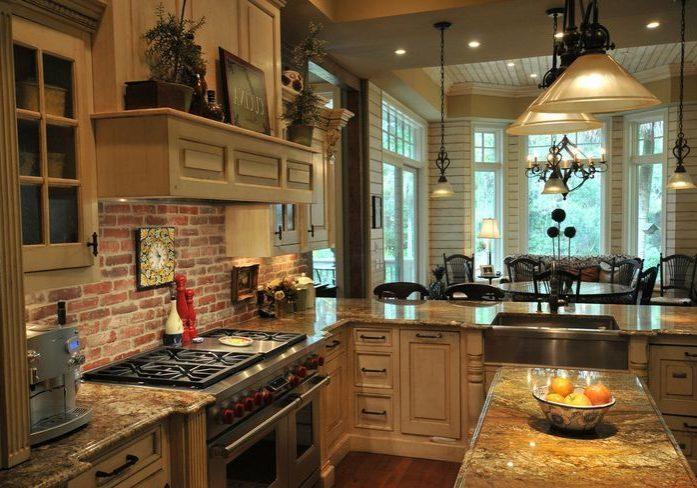 Кухня с деревянными фасадами под заказ