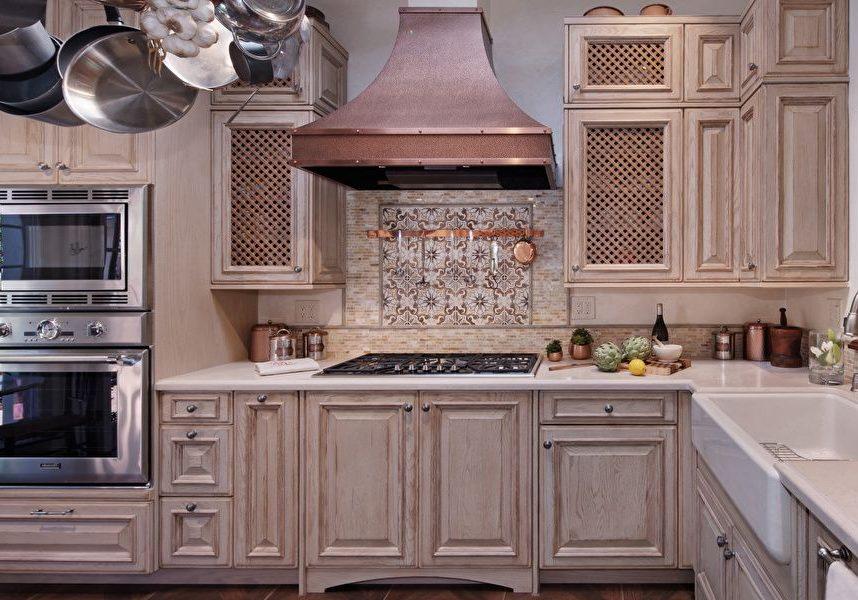 Кухня с фасадами массив дерева